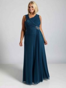 11 Bellos vestidos de fiesta para mujeres con panza (8)