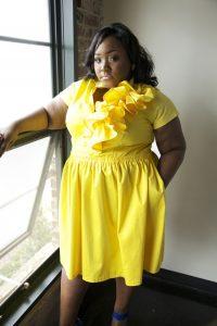 11 Bonitos vestidos de fiesta para gorditas en color amarillo (1)