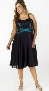 11 Modelos de vestidos de fiesta para mujeres gorditas y bajitas (8)